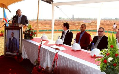At the ceremony, from left: Deon Bruwer, CEO of Forum Properties Africa; Preston Haskell, chairman, Forum Properties Africa; Moise Katumbi, Katanga Province Governor; Steven Herring, director of Heriot Properties and Pieter Engelbrecht, COO of Shoprite.