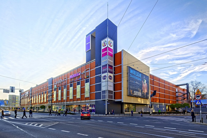 Pasaż Grunwaldzki shopping and entertainment center with parking multilevel and multiplex, the Grunwaldzki Square in Wroclaw, Poland — acquired by Redefine Properties and Echo Investment.