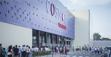 Cosmos Yopougon is the most expansive shopping centre in the country and, significantly, bucks the format of other large-scale malls that have mushroomed in the wealthier parts of sub-Saharan African cities.